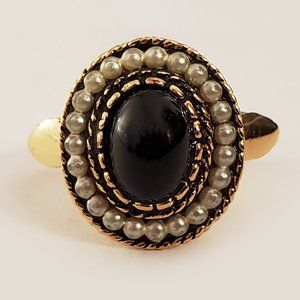 AVON Vintage Adjustable Cabochon Ring With Pearls